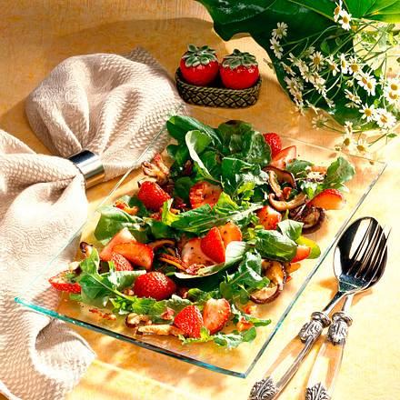 Rauke-Salat mit Erdbeeren Rezept