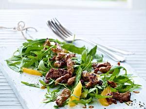 Rauke-Salat mit marinierten Lammstreifen Rezept