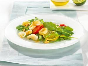 Raukesalat mit Tintenfischringen und Limettenringen Rezept