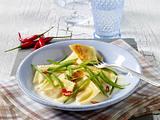 Ravioli mit grünen Bohnen auf Ziegenfrischkäsesoße Rezept