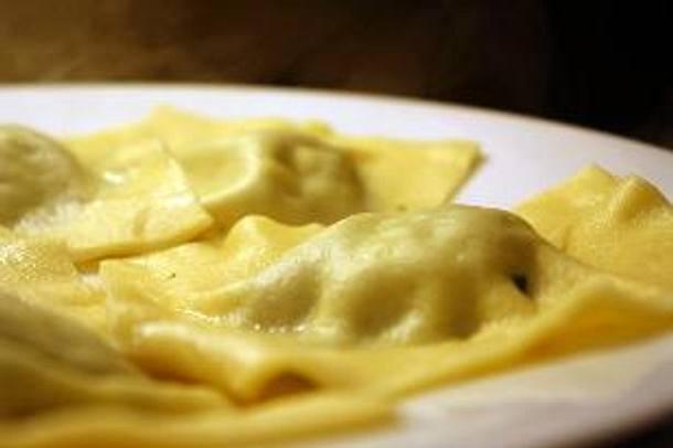 Ravioli mit Salbei-Ricotta Füllung geschwenkt in Salbei-Butter Rezept