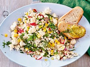Raw-Bite-Salat mit Mandelaioli und Röstbrot Rezept