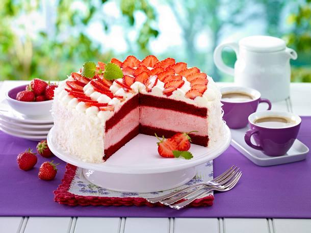 Red Velvet Strawberry Ice Cream Cake Rezept