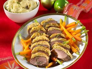 Rehrücken mit Mandel-Rosmarinkruste, Rotweinsoße und Steinpilz-Kartoffelpüree Rezept