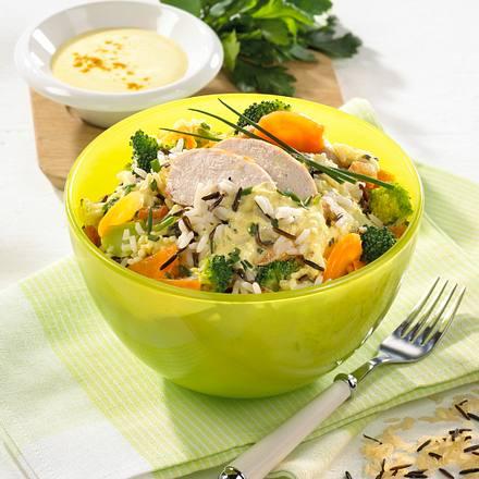 Reis-Salat mit Hähnchenfilet und Curry-Creme Rezept