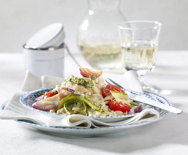 Reisnudel-Risotto mit grünem Spargel, Kirschtomaten und Kokosmilch Rezept