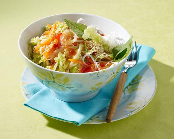 Reisnudelsalat mit Chinakohl, Möhren und süß-sauer Soße Rezept