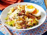 Reispfanne mit Spitzkohl, Thunfisch und wachsweichen Eiern Rezept