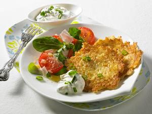 Reispuffer mit Kräuterdip und Salat Rezept