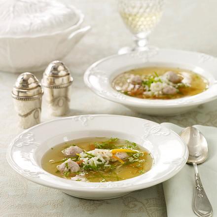 Reissuppe mit Zuckerschoten, Möhre, Fleischklößchen und Kerbel Rezept