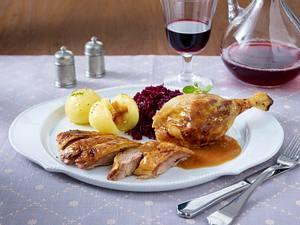Resche Ente mit Rotkohl und Knödeln (Promidinner Dschungelcamp Hauptgericht Indira) Rezept