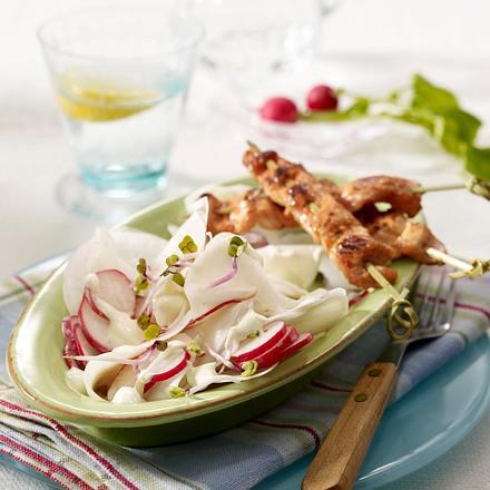Rettich-Radieschen-Salat mit Wasabi-Schmand zu Puten-Sate Rezept
