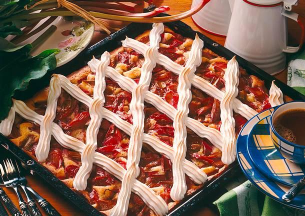 Rhabarber-Blechkuchen mit Baisergitter Rezept