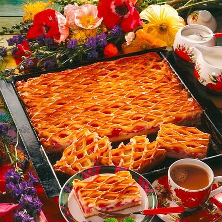 Rhabarber-Gitter-Kuchen Rezept