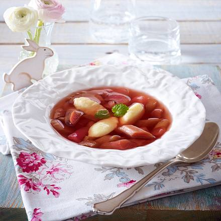 Rhabarber-Kaltschale mit Grießklößchen Rezept