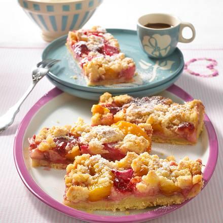 Rhabarber-Pfirsich-Streuselkuchen Rezept