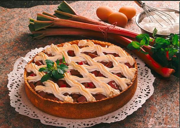 rhabarberkuchen mit baiser rezept chefkoch rezepte auf kochen backen und schnelle. Black Bedroom Furniture Sets. Home Design Ideas