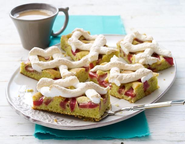 Rhabarberkuchen mit Baisergitter Rezept