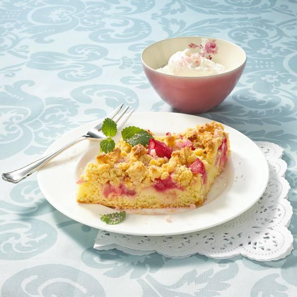 Rhabarberkuchen mit Marzipanstreusel Rezept