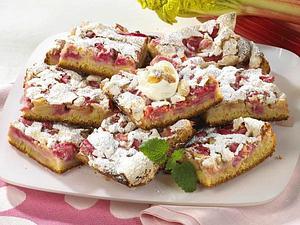 Rhabarberkuchen mit Nuss-Baiser Rezept