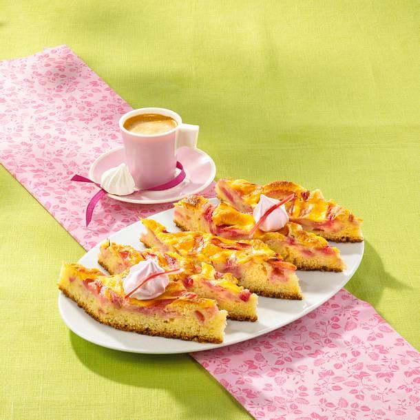 Rhabarberkuchen mit Schmandguss vom Blech Rezept