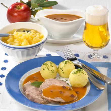Rheinischer Sauerbraten mit Knödel und Apfelkompott Rezept