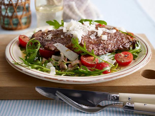 Rib-Eye Steak auf Rucola-Salat und Parmesan Rezept