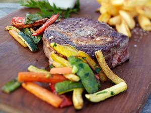 Rib-Eye-Steaks mit Grillgemüse Rezept
