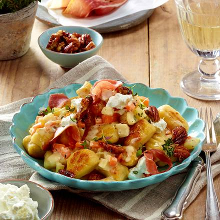 Ricotta-Gnocchi mit Möhren-Pastinaken-Rahm und Nüssen Rezept