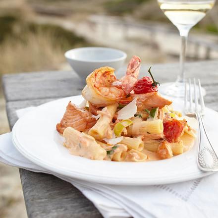 Rigatoni mit Lachs in Tomaten-Robiola-Creme Rezept