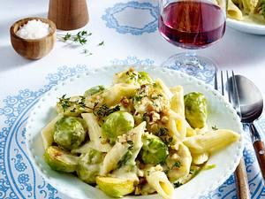 Rigatoni mit Rosenkohl und Walnüssen in Gorgonzola-Soße Rezept
