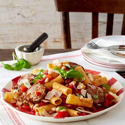 Rigatoni mit Schweinefilet in Bohnen-Tomaten-Soße Rezept
