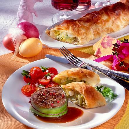 Rinder-Steaks mit Porreestrudel und Rotweinsoße Rezept