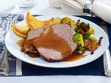 Rinderbraten mit Glühweinsoße und Polenta-Talern Rezept