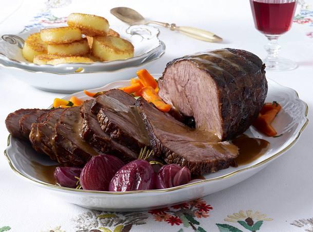 Rinderbraten mit Rioja-Zwiebeln und Möhren-Petersiliengemüse Rezept