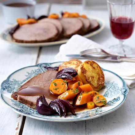 Rinderbraten mit Rotwein-Zwiebeln und Möhrengemüse Rezept