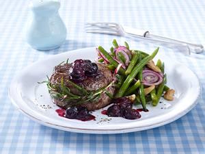Rinderfiletsteak mit Heidelbeersoße und Bohnensalat (Trennkost Eiweißgericht) Rezept