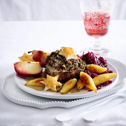 Rinderfiletsteak mit Pilzfarce und Blätterteigsternen (a la Wellington) Rezept