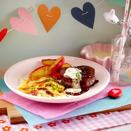 Rinderfiletsteaks mit Kartoffelgratin und gedünsteten Apfel Rezept