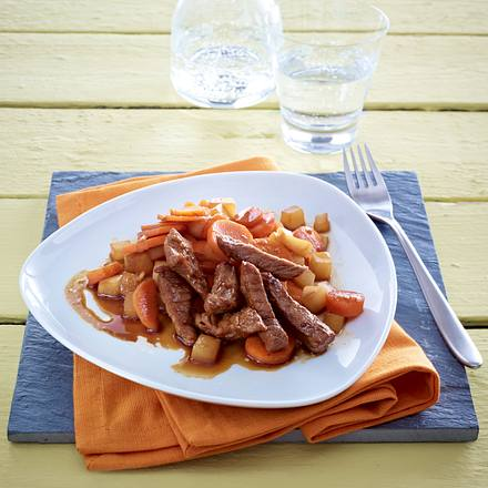 Rindergeschnetzeltes mit geröstetem Möhren-Rettich-Gemüse Rezept