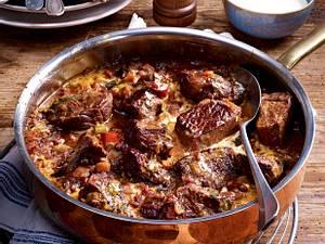 Rindergulasch in Tomaten-Sahnesoße Rezept
