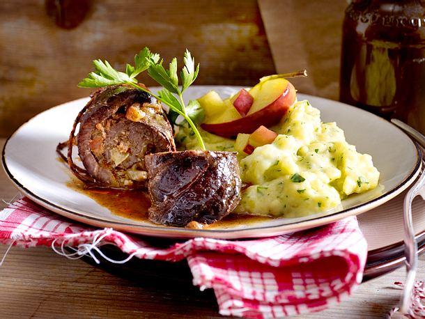 Rinderroulade mit Apfelfüllung zu Petersilienwurzel-Kartoffel-Püree Rezept