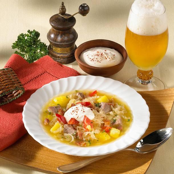 Rindfleisch-Eintopf mit Sauerkraut, Paprika und Kartoffeln Rezept