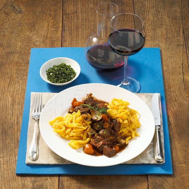 Rindfleisch in Burgunder mit Spätzle Rezept