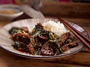 Rindfleisch mit Spinat und Sesam Rezept