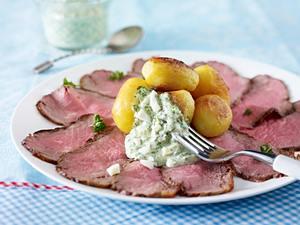 Roastbeef-Carpacccio mit Grüner Soße und neuen Kartoffeln Rezept