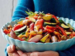 Roastbeef im Salz-Pfeffer-Bett zu Zwiebel-Pesto und Antipasti-Gemüse Rezept