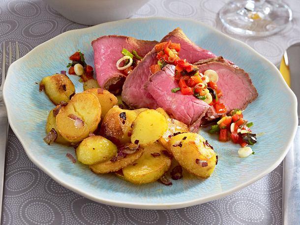 Roastbeef mit Paprikasalsa und Bratkartoffeln Rezept