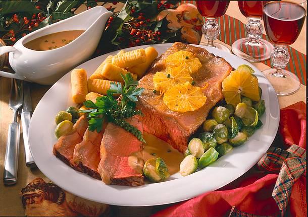 Roastbeef mit Rosenkohl, Kroketten und Orangen-Pfeffer Rezept