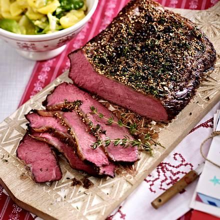 Roastbeef mit Thymian-Senf-Kruste und Kartoffelsalat Rezept